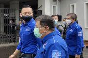 Dihadang Belasan Polisi Bersenjata Lengkap, Pendukung AHY Tertahan di Luar KPU