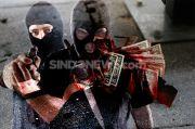 Pria Berbadan Besar Ngaku Polisi Rampok Toko Bunga di Kota Depok