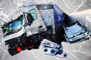 Kurang Jaga Jarak, Bus Terguling di Tol Dalam Kota