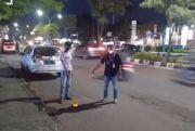 Kendarai Motor Bersuara Bising, Anak 16 Tahun Tersungkur Ditembak Orang Tak Dikenal