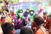 Rustini Muhaimin Mewarnai bersama Korban Pergeseran Tanah di Purwakarta