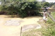 Asyik Sedang Nambang Emas Ilegal, Dua Pekerja Tertimbun Longsoran Tanah
