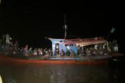 Kapal Patroli TNI AL Tangkap Kapal Pembawa 80 Pekerja Migran di Pulau Jemur