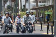 Pesepeda Baik Hati! Nih, Anies Bagikan Panduan Bersepeda