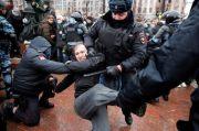 Polisi RusiaGerebek Forum Oposisi, Ratusan Orang Ditangkap