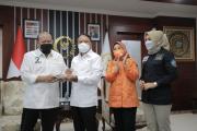 Rakor PON XX Bareng DPD RI, Menpora Dapat Kejutan