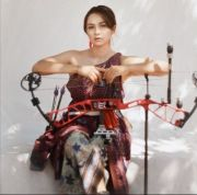 Mengagumi Pesona Dellie Threesyadinda, Robin Hood Cantik Pacar Sutanto Tan