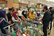 Keseruan Bima Arya Traktir Belanja Para Perawat di Supermarket