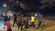 Baubau Gempar, 2 Wanita Adu Jotos di Tengah Jalan, Tersungkur lalu Kejar-kejaran