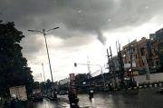 BNPB Imbau Masyarakat Waspada Angin Puting Beliung saat Pergantian Musim