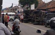 Truk Terguling, Sapi-sapi Tergeletak di Jalan Cigugur Kuningan