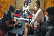 Asyik Nongkrong Bersama Pengusaha Pub, Kasatreskrim Polres Sikka Terciduk Operasi Yustisi
