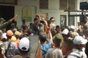 Dagangan Diinjak Petugas, Ratusan Pedagang dan Nelayan Mengamuk di TPI Lampulo Aceh