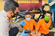 Nyaru Jadi Pembeli, Dua Pemuda Berpistol Sikat Ponsel dan Motor