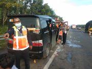 Luxio Seruduk Belakang Kendaraan di Tol Cipali, 2 Tewas Tergencet Kabin Ringsek