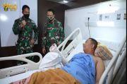 Jenguk Korban Heli Jatuh, KSAD Janji Buatkan Tangan Palsu Praka Supriyanto