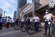 Ini Momen Anies Bawa Sepeda Masuk ke Dalam MRT