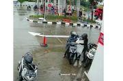 Tega! 2 Maling Ini Gasak Satu Karung Berisi Paket Milik Kurir JNE di Tangerang