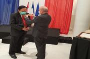 Guru Besar FKH Unair Dapat Penghargaan Berpangkat Ksatria dari Dubes Perancis