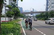 Pembuatan Beton Pembatas Jalur Sepeda Sudirman-Thamrin Belum Rampung