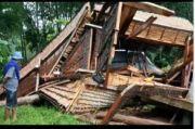 Diterjang Puting Beliung, Dua Rumah Adat di Toraja Porak Poranda