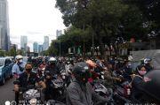 Pintu Masuk Polda Metro Ditutup, Kemacetan Terjadi di Jalan Gatot Subroto