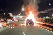 Mobil Toyota Rush Terbakar di Tol Pancoran