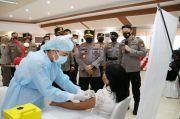 Kapolri Tinjau Vaksinasi Massal COVID-19 di Manado