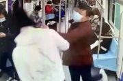 Tak Terima Ditegur Kecilkan Volume Ponsel, Pria China Hajar Penumpang Subway