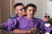 Video Herjunot Ali Cium Axel Matthew Thomas Bikin Netizen Heboh!