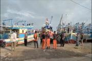 Tangis Pecah Saat Keluarga ABK MV Barokah Jaya Mendatangi Polairud