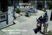 Pengendara Motor Comot Uang Amal Musala di Kalideres, Warganet: Dikiranya Give Away Kali