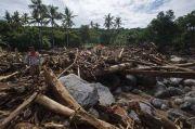 Pencarian Korban Banjir Bandang NTT Terkendala Bebatuan Besar dan Cuaca