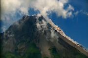 Kamis Siang Merapi Semburkan Dua Kali Awan Panas Sejuah 1,5 Km dari Puncak