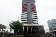 Bupati Bandung Barat Aa Umbara Sutisna dan Anaknya Ditahan KPK