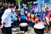 Kunjungi Korban Bencana NTT, Jokowi Sambangi Dapur Umum Baznas di Ile Ape