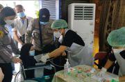 Polsek Senen Gelar Vaksinasi Massal dan Pemberian Bantuan Sosial di Kampung Tangguh Jaya Paseban