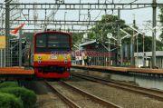 Pohon Tumbang Hambat Perjalanan KRL Commuter Line Tanah Abang-Sudimara