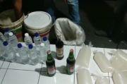 Polisi Gerebek Gudang Miras Polisi Amankan Ratusan Liter Tuak