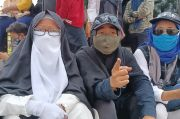 Datangi PN Jakarta Timur, Emak-emak Ini Wakafkan Nyawa untuk Membela Habib Rizieq