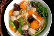 Menu Sahur Perdana: Sup Kimlo Bakso yang Gurih dan Bergizi