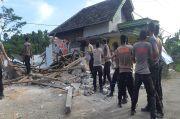 Rumah Rusak Akibat Gempa Malang, Ratusan Warga Blitar Lakukan Perbaikan Mandiri