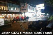 Jalan Boulevard GDC Depok Ambles Sedalam 3 Meter, Warganet Khawatir