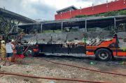 Korsleting dari Mesin Pendingin, Bus Pariwisata Habis Terbakar di Mangga Dua