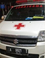 Terobos Lampu Merah, Ambulans Diseruduk Avanza di Gunung Sahari