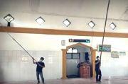 2 Remaja Ini Rela Mandi Keringat, Keliling Kampung Jadi Marbot Dadakan