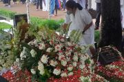 Di Pemakaman Mertua, Dian Sastrowardoyo Hanya Katakan Maaf