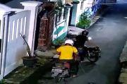 Gasak RX King Seharga Rp40 Juta, Aksi 2 Maling di Koja Ini Terekam CCTV