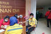 Pekerjaan Rentan Terpapar Covid-19, RS Polri Kramat Jati Gelar Vaksin bagi Juru Parkir
