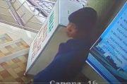Aksi Remaja Bobol Kotak Amal Masjid di Bukittinggi Terekam CCTV